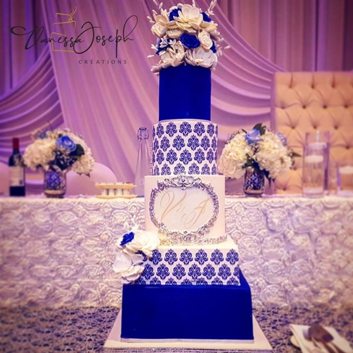 white and navy blue damask pattern wedding cake